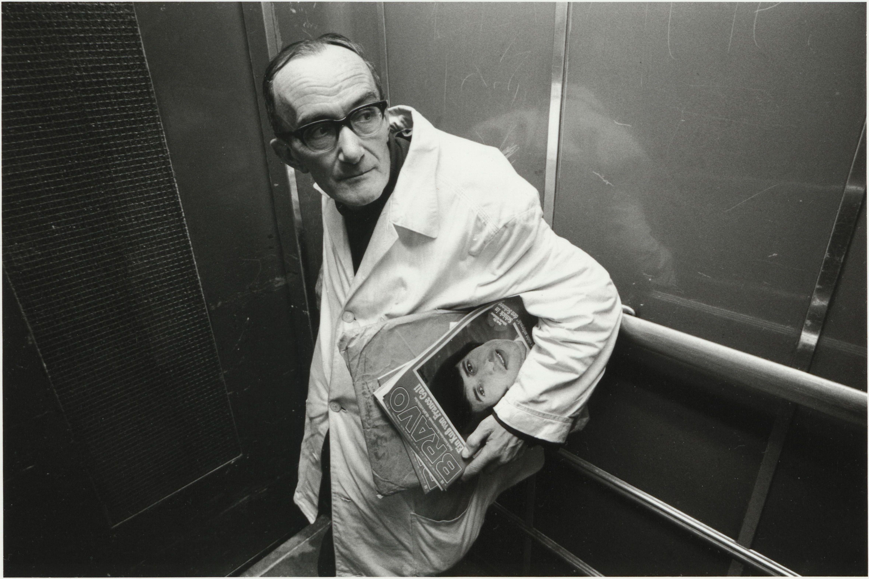 Heinrich Riebesehl: Menschen im Fahrstuhl, 1969. © VG Bild-Kunst, Bonn