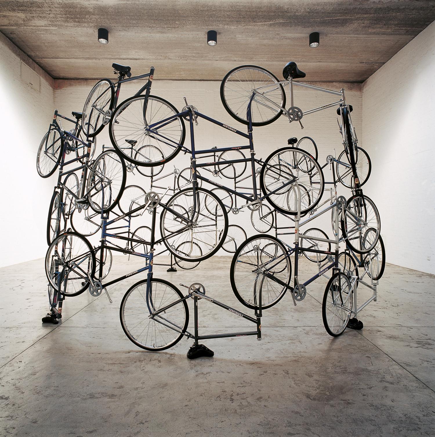 Ai Weiwei. Forever, 2003. 42 Fahrräder, 275 x ø 450 cm. courtesy the artist and neugerriemschneider, Berlin. Foto: © Ai Weiwei
