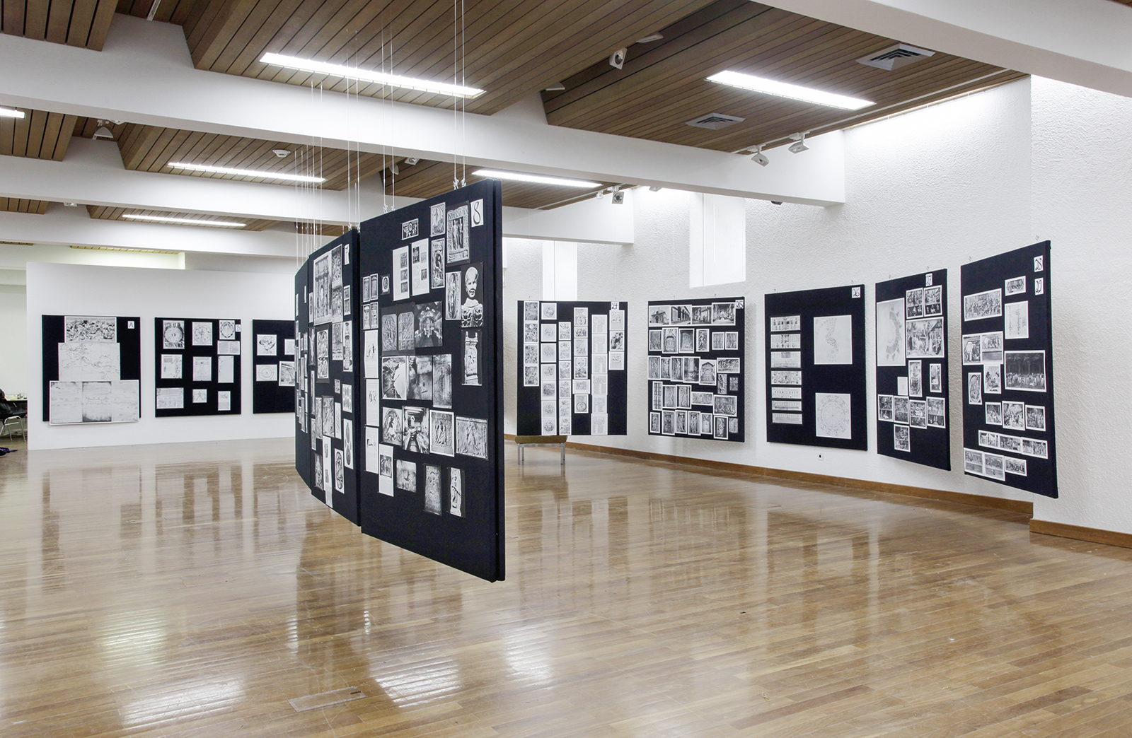 Die rekonstruierten Bildtafeln des Kulturhistorikers Aby Warburg im Kulturraum St. Gallen, 2013. Foto: Jiri Makovec