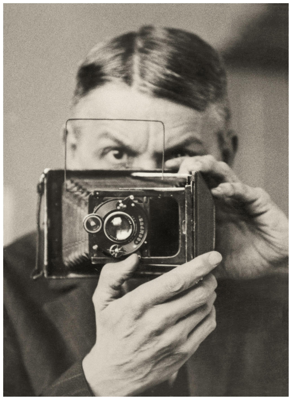 Friedrich Seidenstücker, Selbstporträt mit Kamera, ca. 1925 © Archiv Ann und Jürgen Wilde, Zülpich 2021