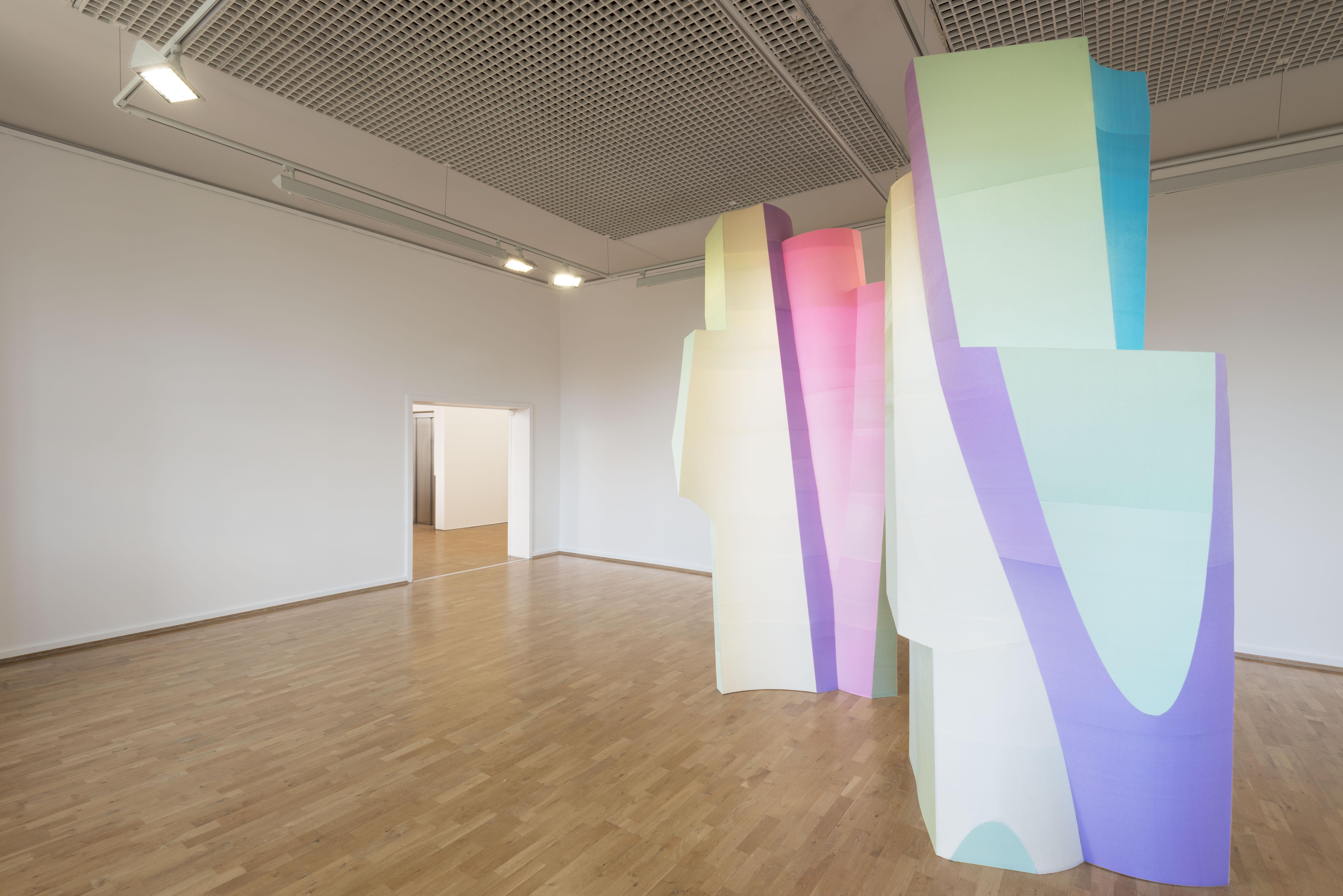 Kai Schiemenz 'Große und Kleine - Pistazie / Malve / Koralle' Ausstellungsansicht Städtische Galerie Wolfsburg. © Kai Schiemenz, Courtesy Galerie EIGEN + ART Leipzig/Berlin, Fotos: Uwe Walter, Berlin