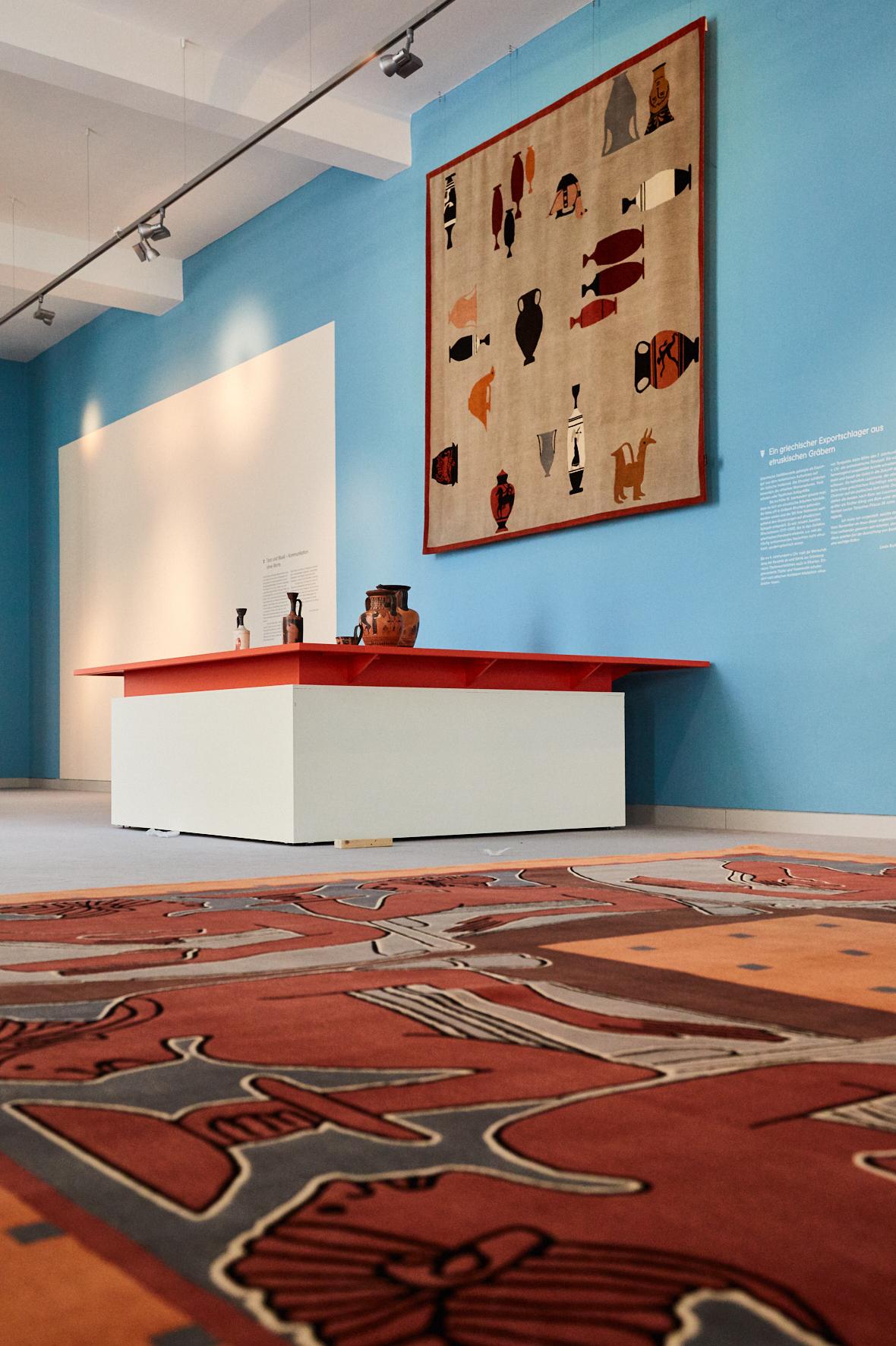 Blick in die Ausstellung  Foto: Christian Rose, ©Museum August Kestner