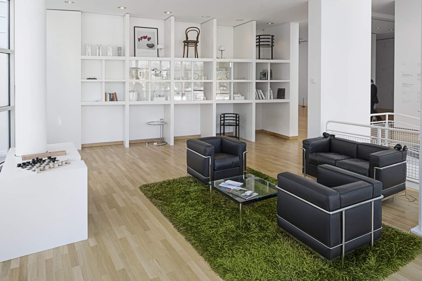 """Ausstellungsansicht """"Richard Meier. Ein Stilraum"""", 2015 . Foto: Anja Jahn © Museum Angewandte Kunst"""