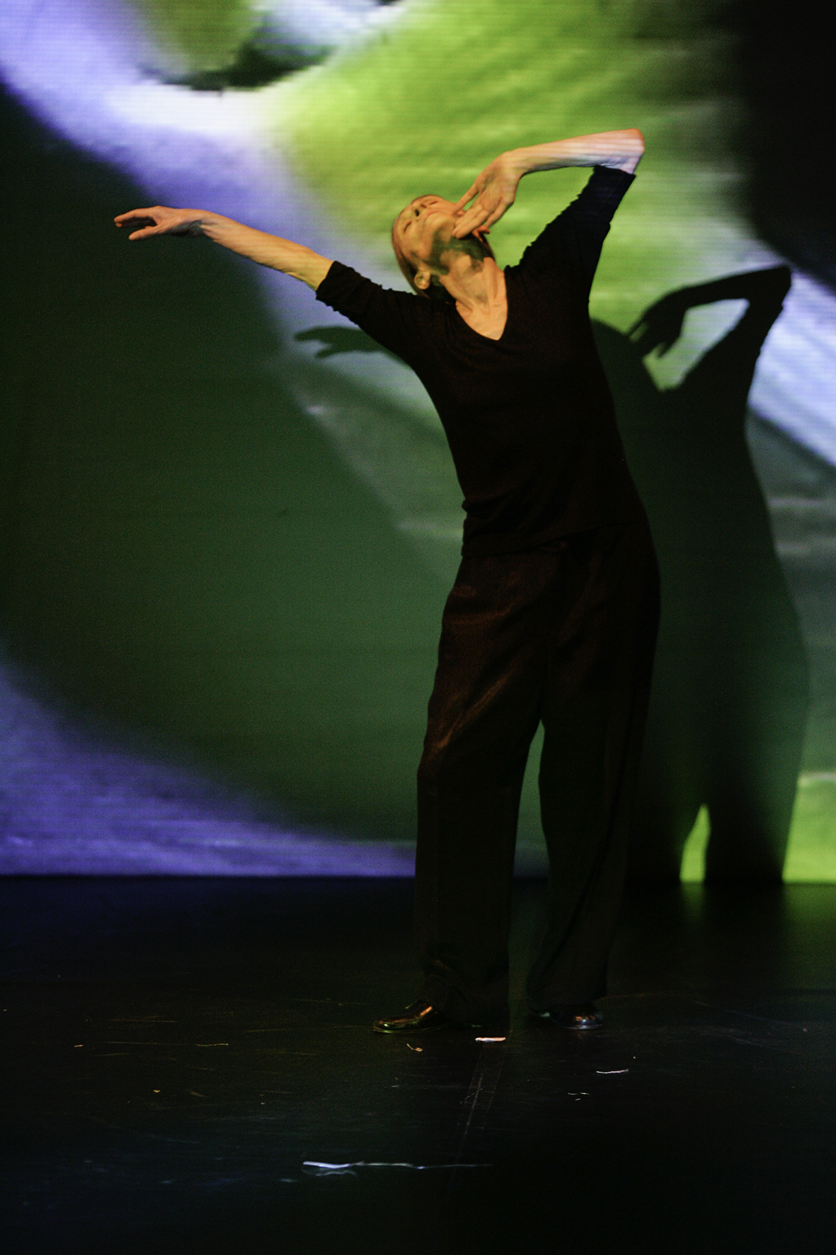 Jochen Viehoff: Pina Bausch tanzt ein Solo in Danzón (Ausschnitt), Fotografie, © Jochen Viehoff