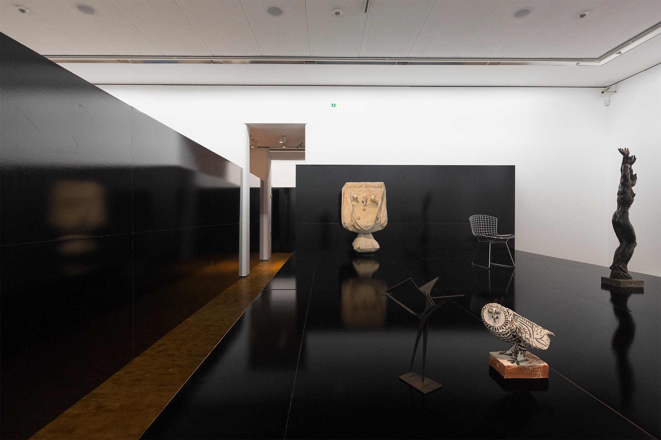 Installationsansicht HIER UND JETZT im Museum Ludwig. Heimo Zobernig. © VG Bild-Kunst, Bonn 2016/Foto: Rheinisches Bildarchiv Köln/Marion Mennicken