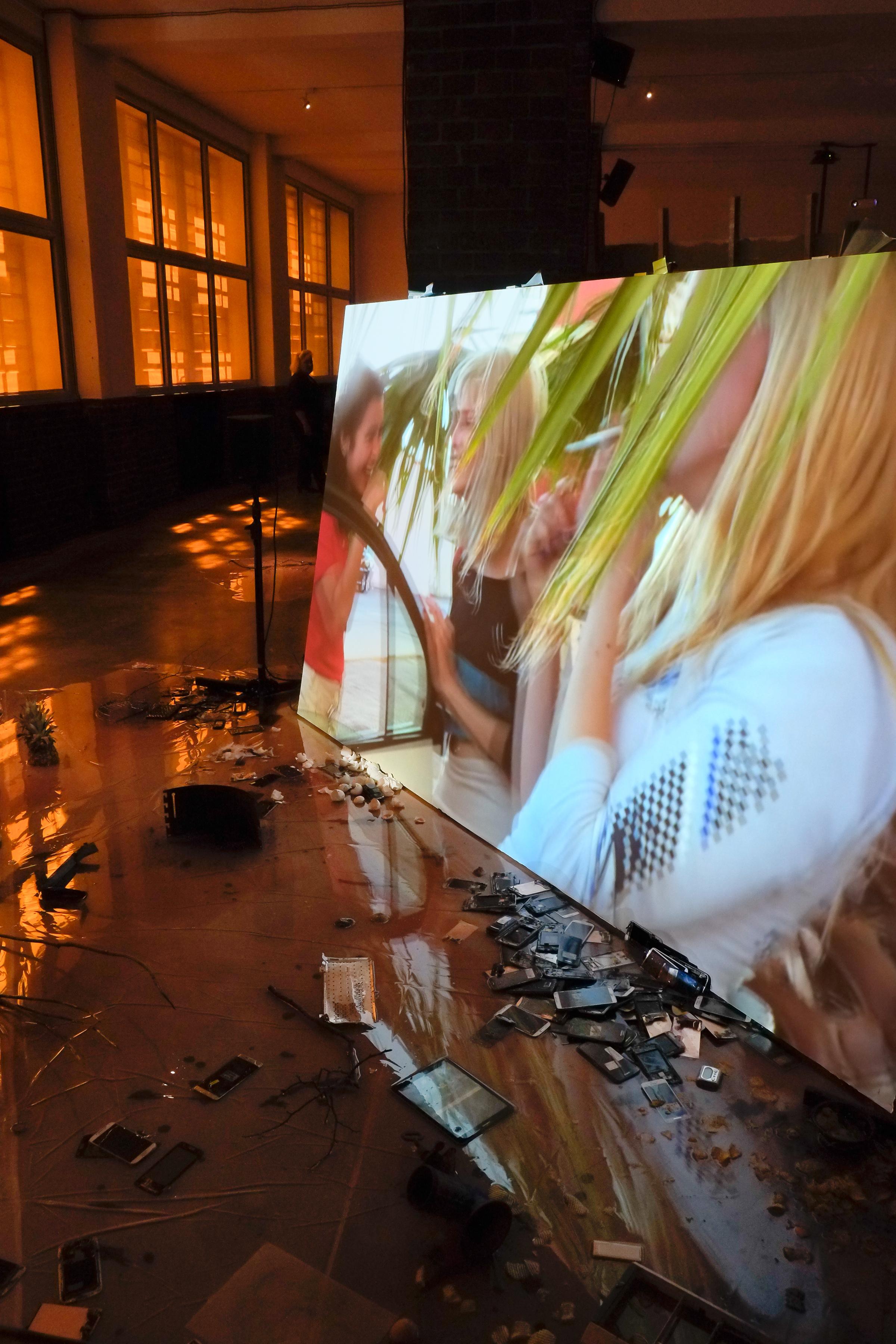 Laure Prouvost, 2016. Installationsansicht/installation view, © Laure Prouvost, Courtesy of the Artist, Foto/photo: Axel Schneider