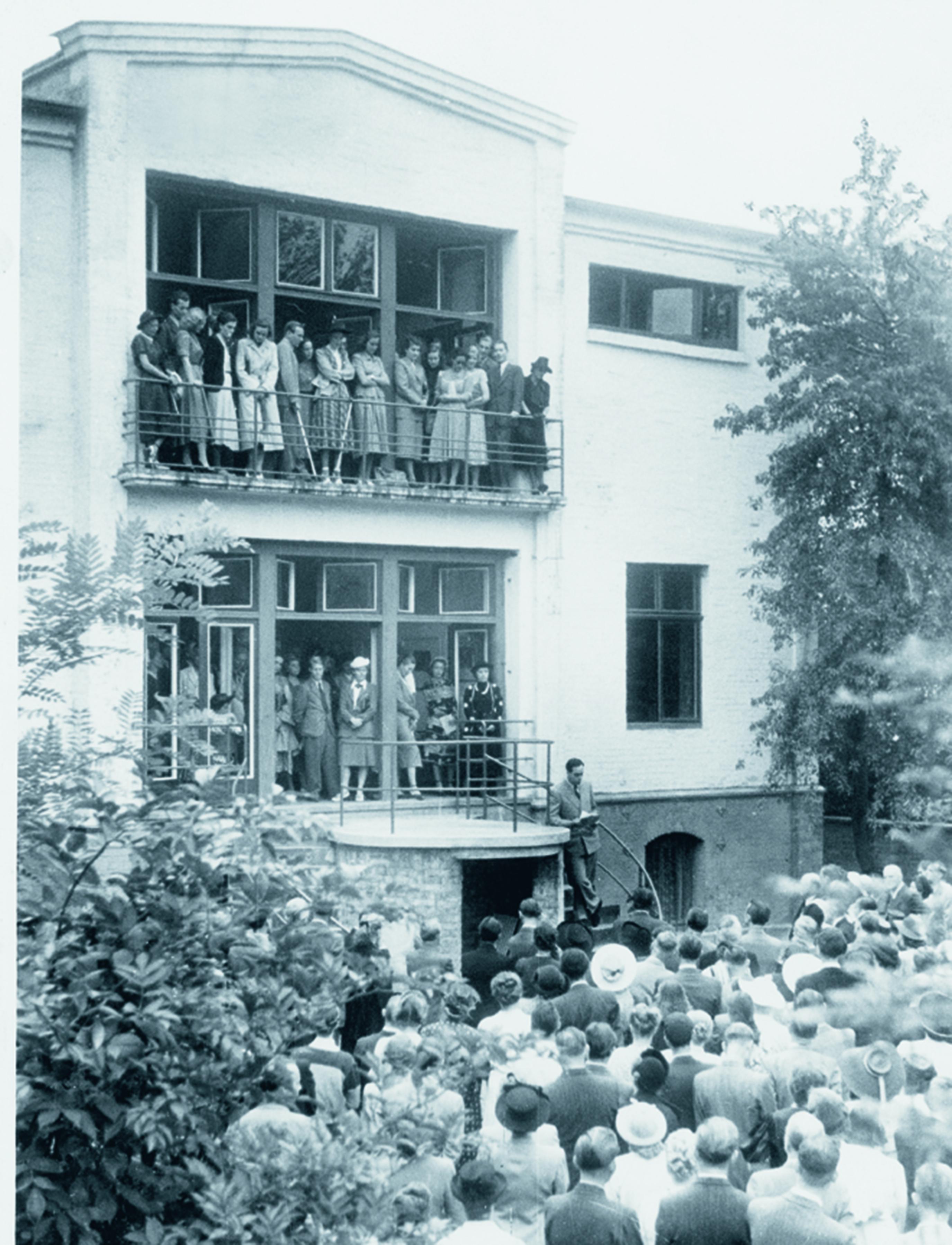 Eröffnung der Ausstellung Französische Malerei. Warmbüchenstraße 1949. Foto: kestnergesellschaft