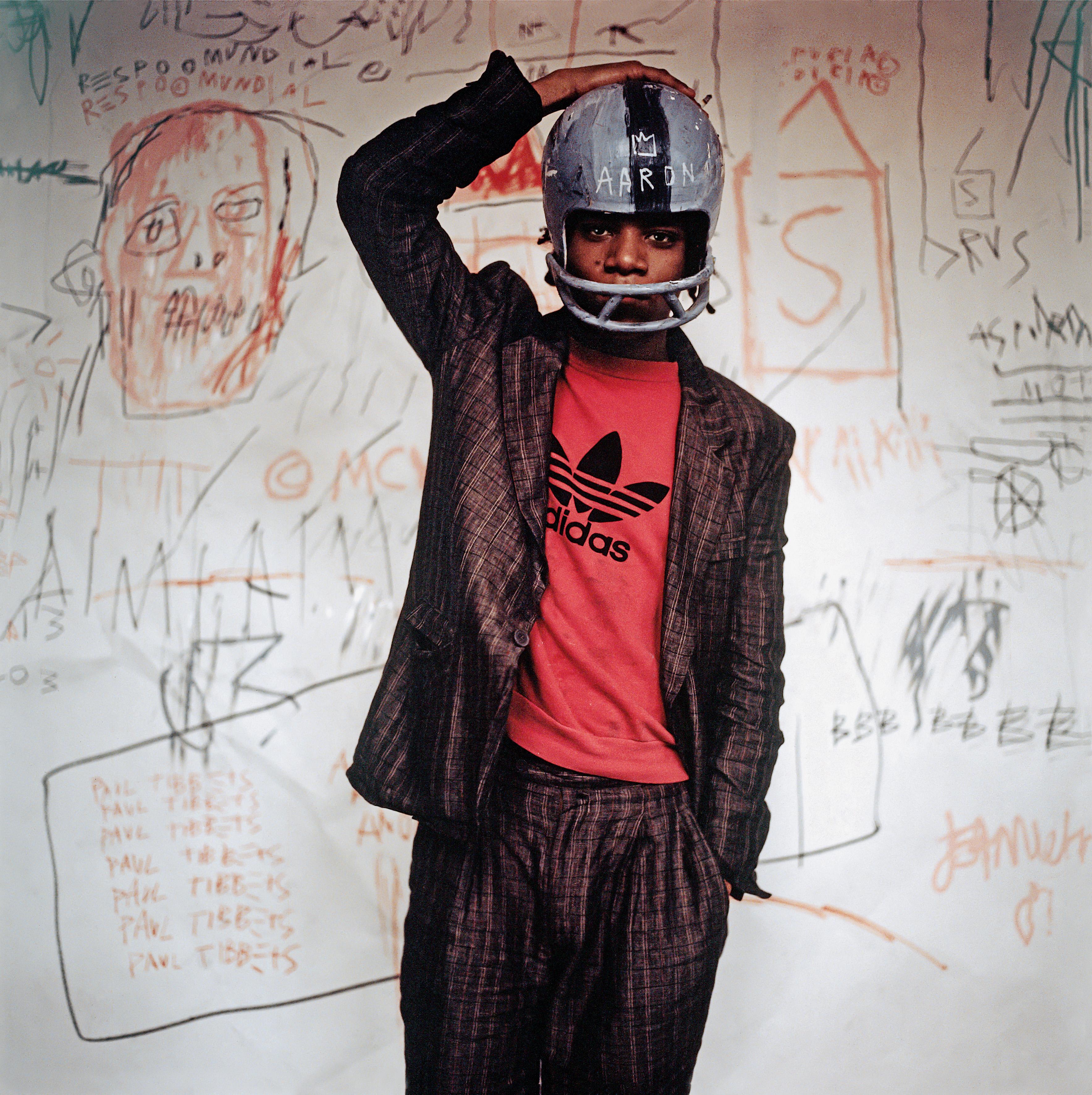 Edo Bertoglio, Jean-Michel Basquiat wearing an American football helmet, 1981, Photo: © Edo Bertoglio, courtesy of Maripol, Artwork: © VG Bild-Kunst Bonn, 2018 & The Estate of Jean-Michel Basquiat, Licensed by Artestar, New York