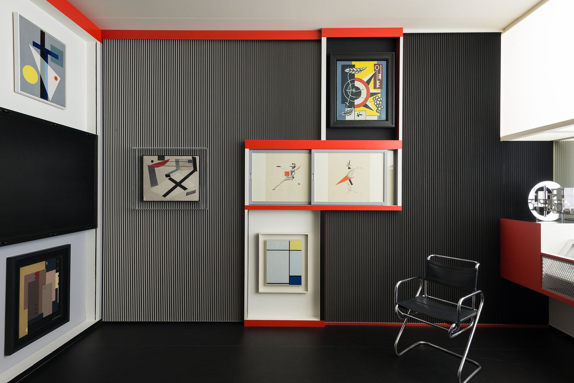 Rekonstruktion von El Lissitzkys Kabinett der Abstrakten aus dem Jahr 1927, 2016/17 im Sprengel Museum Hannover.  Foto: Herling / Herling / Werner, Sprengel Museum Hannover