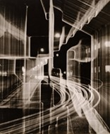 Heinz Hajek-Halke, Nächtliche Großstadt, 1951, Silbergelatine, 29,3 x 23,5 cm, P1976.238.1, © Heinz  Hajek-Halke/Collection Michael Ruetz/Agentur Focus