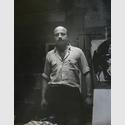 Boris Lurie in seinem Studio, 1957. © Boris Lurie Art Foundation, New York – Foto: Betty Holiday