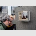 Neugierige Blicke von Besuchern in die Kunsthalle Marcel Duchamp. Foto: Christian Burkert