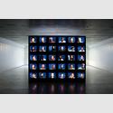Candice Breitz. Legend (A Portrait of Bob Marley), 2005. 30-Kanal-Videoinstallation, 62:40 Min.Ausstellungsansicht: Das Schiff, Basel. Foto: Fotografie Bornand. Commissioned by Thyssen-Bornemisza Art Contemporary, Wien. Courtesy: Goodman Gallery, Johannesburg